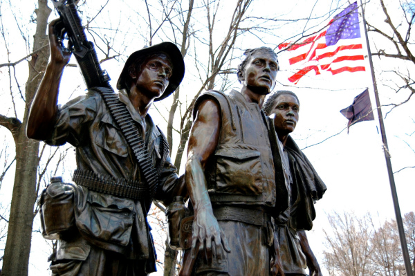 091021082921_three-soldiers-vietnam-memorial
