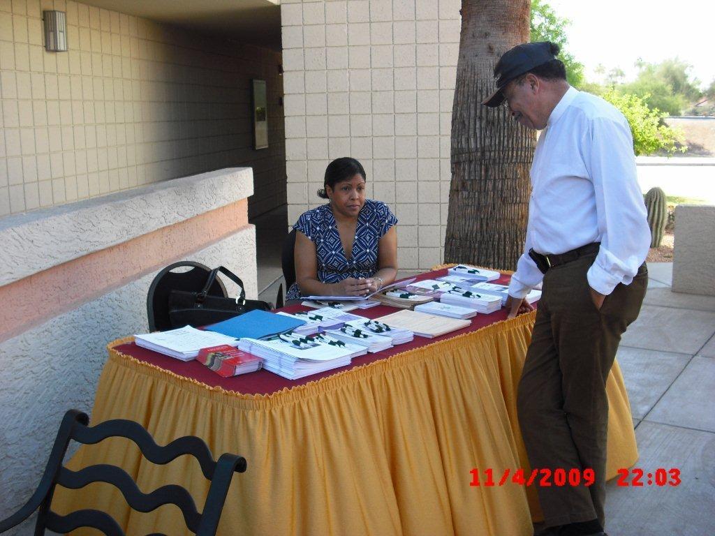region-1deputy-burroughs-interviewing-a-vendor